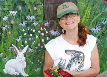 joanne-with-the-white-rabbit-at-dreams-2