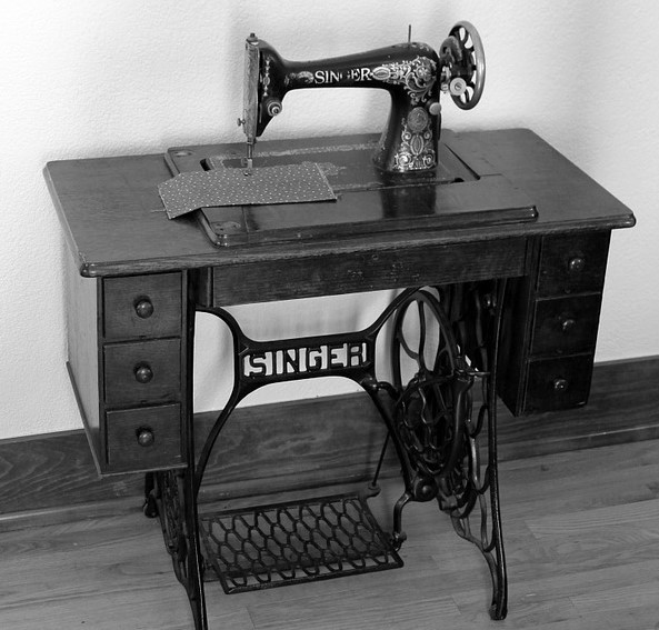 foot-pedal-sewing-machine-from-pixabay